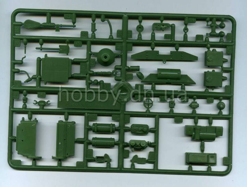 UniModels (UM, UMT) UM 231 Бронетранспортер БТР-152Д.